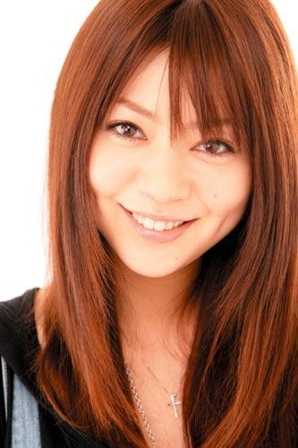 可愛い笑顔の芳賀優里亜さん